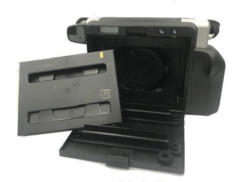 FujiFilm instax Wide camera cassettes bijvullen.